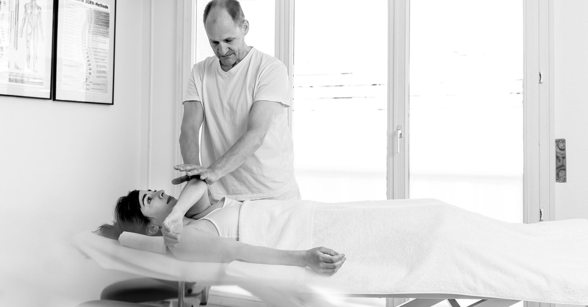 Funktionsmassage – Klientin auf Behandlungsliege